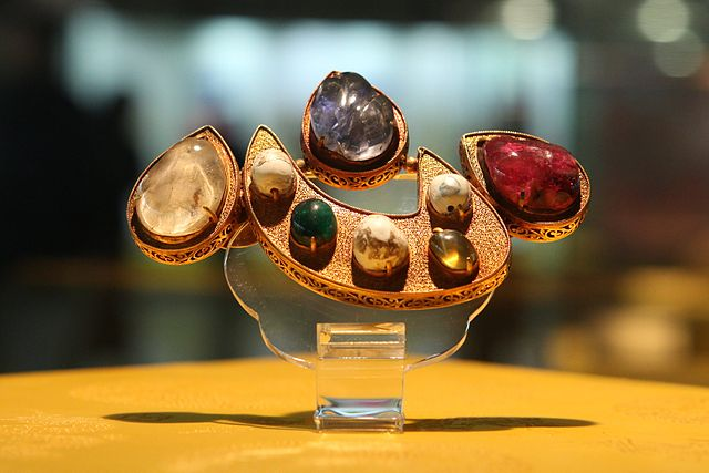 Jewelry from Ming tombs, shaped like the Chinese character '心', a Kangxi radical meaning 'heart'.